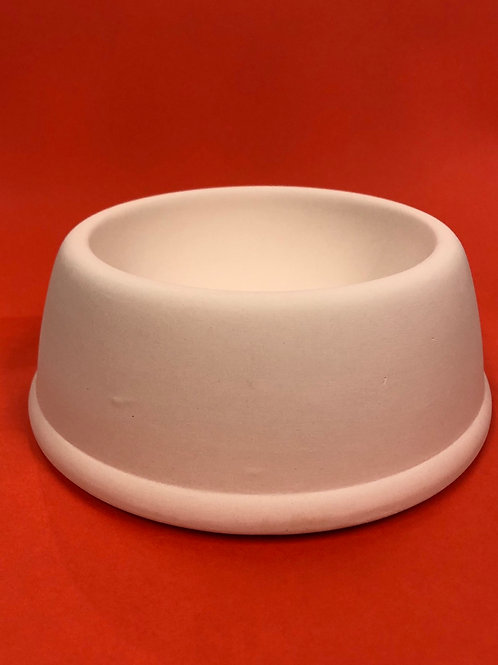 Rimmed pet bowl