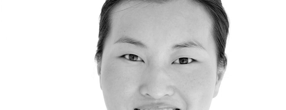 Médico de la mujer asiática