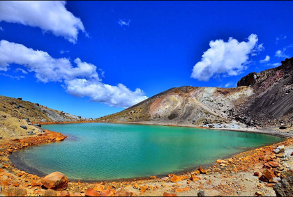 Capricho da natureza! Emerald lake em forma de coração .png