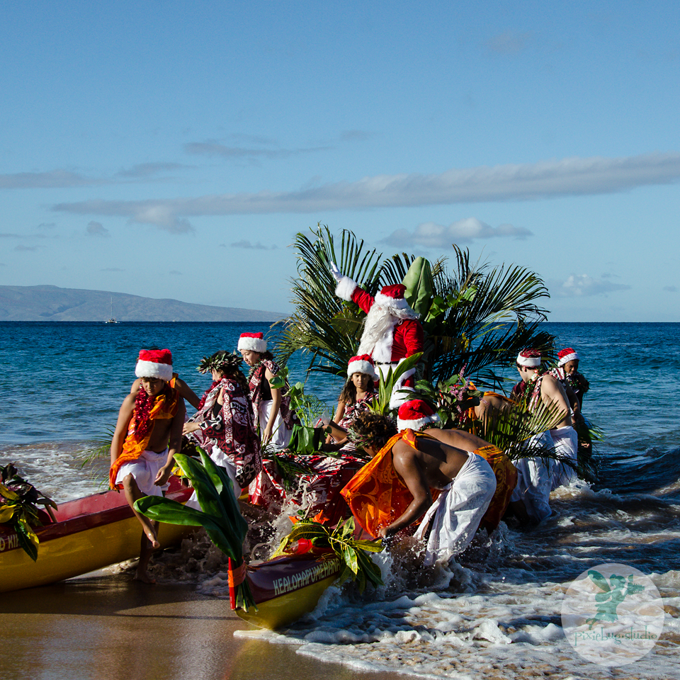 Santa Arrives Via Hawaiian Canoe at the Grand Wailea