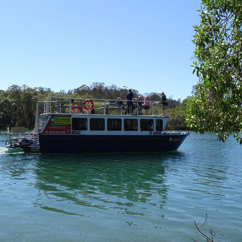 Byron-Bay-Eco-Cruises-&-Kayaks-cruise-bo