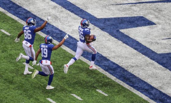 Giants' Orleans Darkwa wins Week 17 FedEx Ground Award