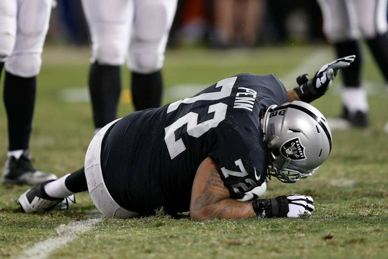 Raiders' Donald Penn to have foot surgery, ending 170-game streak