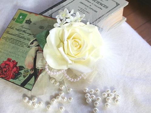 CS032:白バラとファーのコサージュ