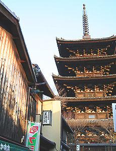 京都清水寺への参道、弐年坂