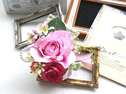 CS004:スイートピンク色のバラのコサージュ