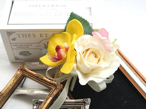 CS039:胡蝶蘭とバラのコサージュ