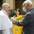 papa francesco maglia regalo sport in vaticano (4).png