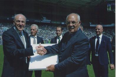 12-13 agosto 2016 stadio del Borussia Monchengladbach scambio insegne tra presidenti. sull