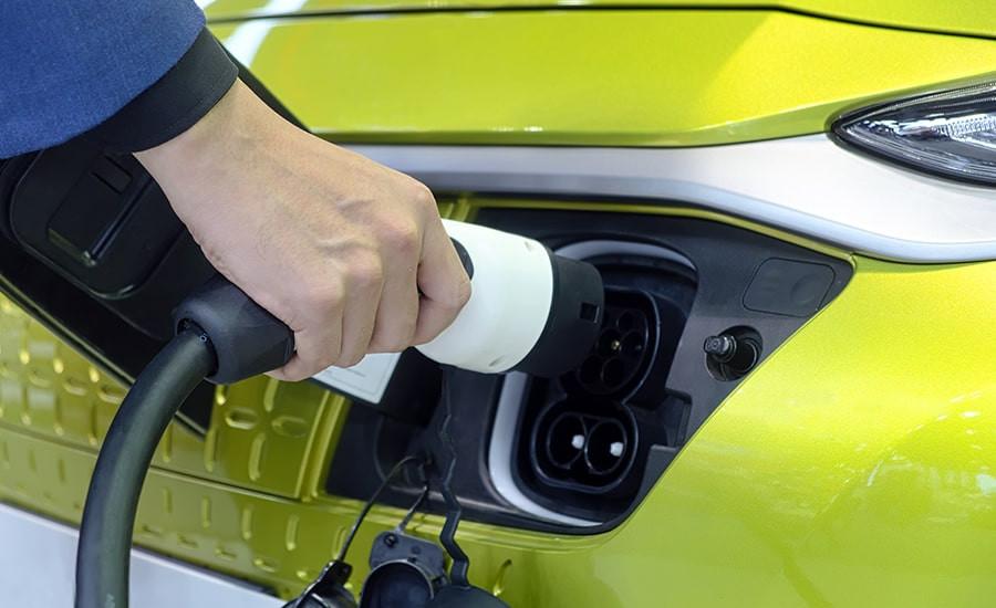 Installation de borne de recharge à domicile pour voiture électrique avec Eco-Pi