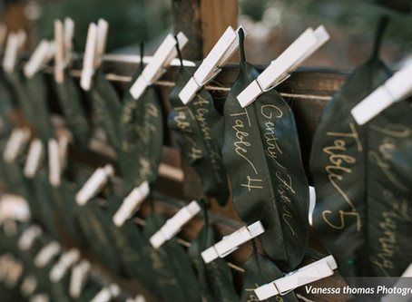 HOW TO CREATE A SEATING CHART YOUR GUESTS WILL LOVE
