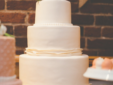 BRING SOME COLOR INTO YOUR WEDDING CAKE!