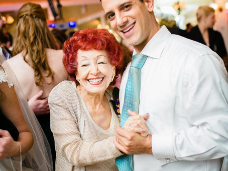 HOW TO INCLUDE THE MOTHER OF THE BRIDE IN THE WEDDING