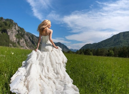 FIND THE WEDDING DRESS OF YOUR DREAMS BY FOLLOWING THESE TIPS: