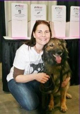 Lori and he dog attendig training herself