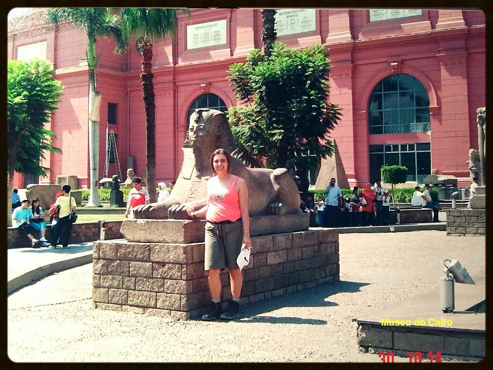 Esfinge na entrada do Museu do Cairo - Egito