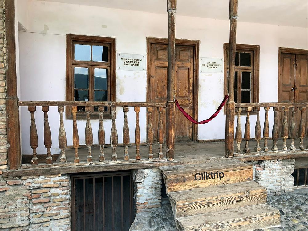 Em Gori , no Museu Stalin localiza-se a reisdência humilde onde Stalin cresceu .
