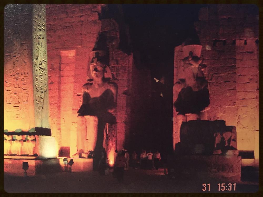 Iluminação noturna no Templo de Luxor - Egito