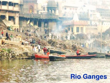 Varanasi - Cidade Sagrada - cultos e tradições nas margens do Rio Ganges