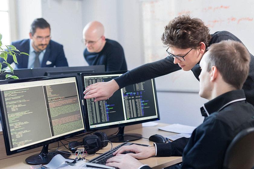 Zarplata-programmista-v-chastnoj-kompani