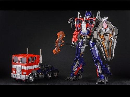 Transformers - M01 Evasion Optimus Prime