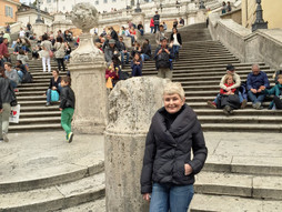 DON'T SIT ON THE SPANISH STEPS...