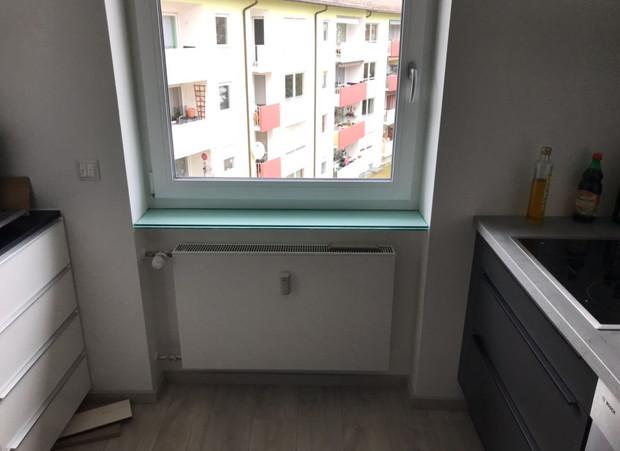 Fensterbank aus Milchglas