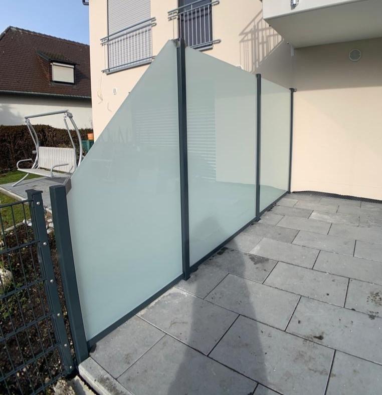 Trennwand Glas und Metall
