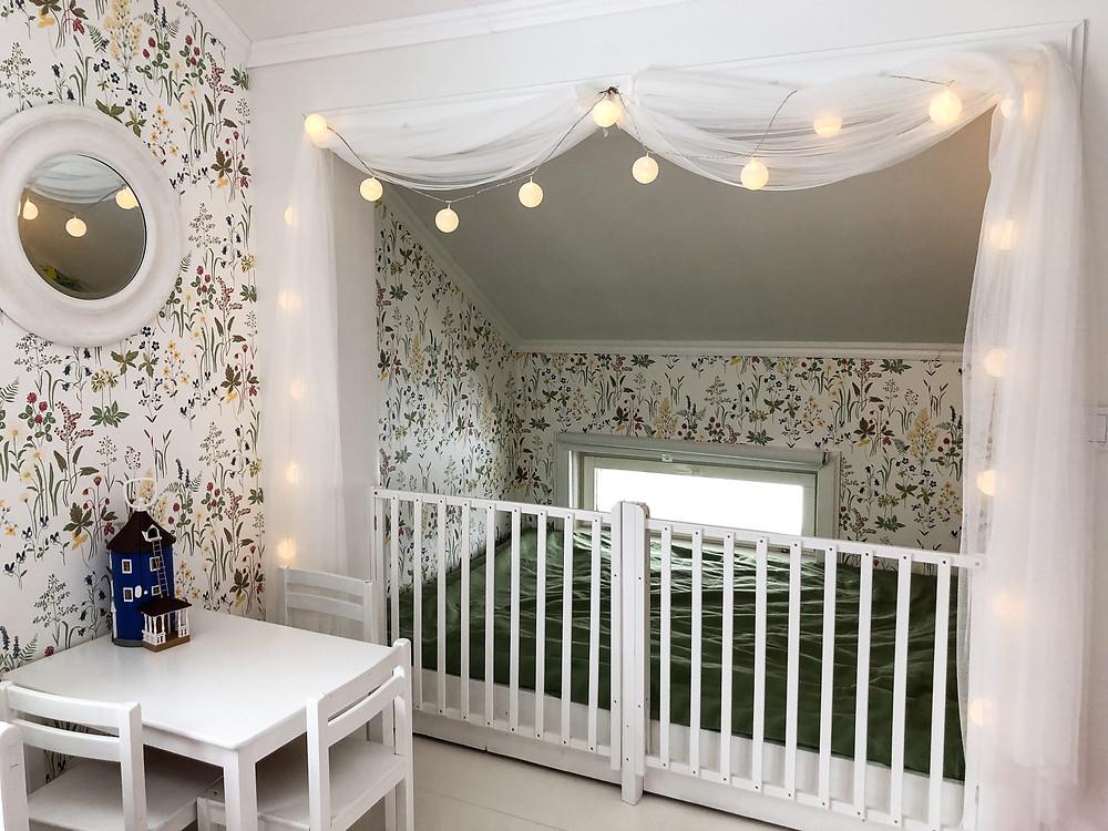 Lastenhuoneen sänky- ja leikkialue DIY