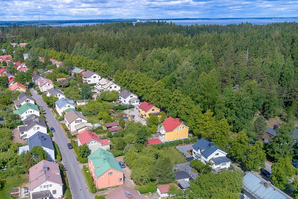 Petsamo residential area in Tampere, Petsamon alue Tampere sijaitsee Näsijärven ja Kaupin metsien äärellä.