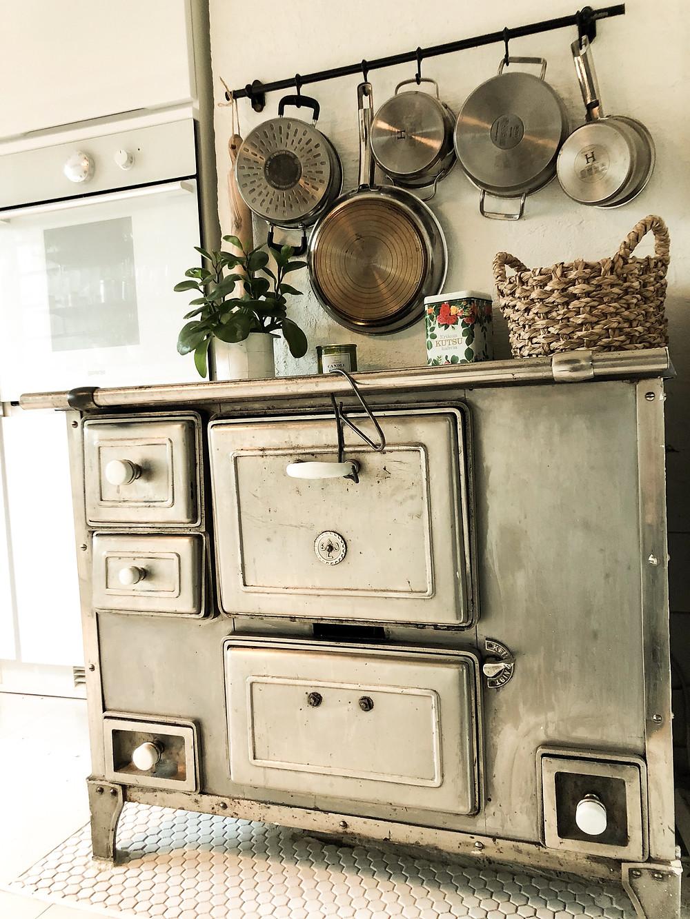 E&J Leinon vanha liesi, old stove from E&J Leino
