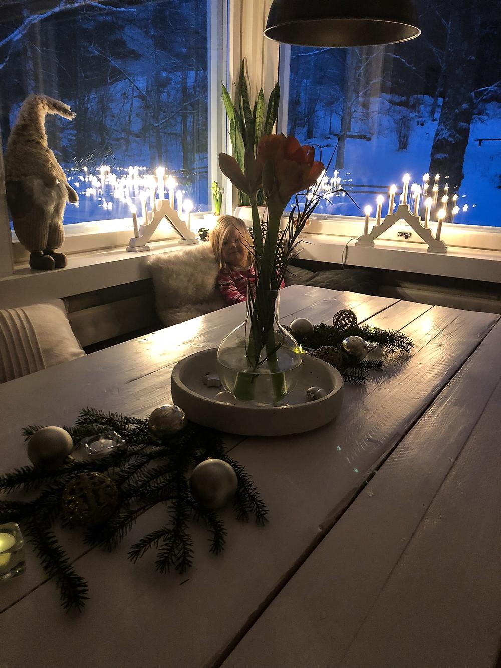 ruokailuhuone jouluna