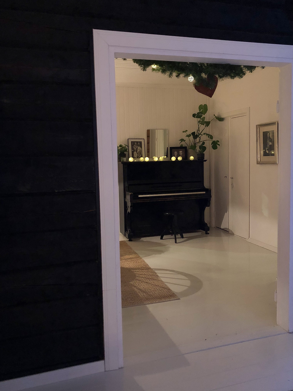 old black piano, musta vanha piano