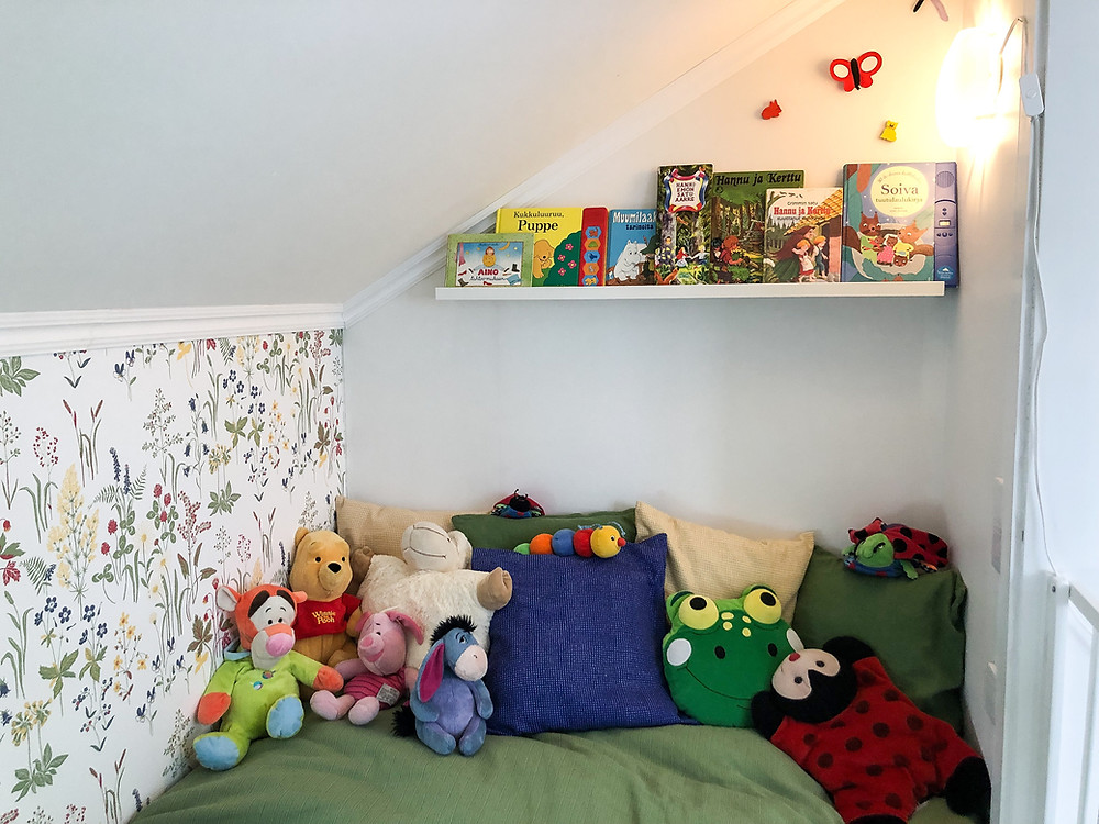 Lastensängyn sisustus ja huoneen koristelu