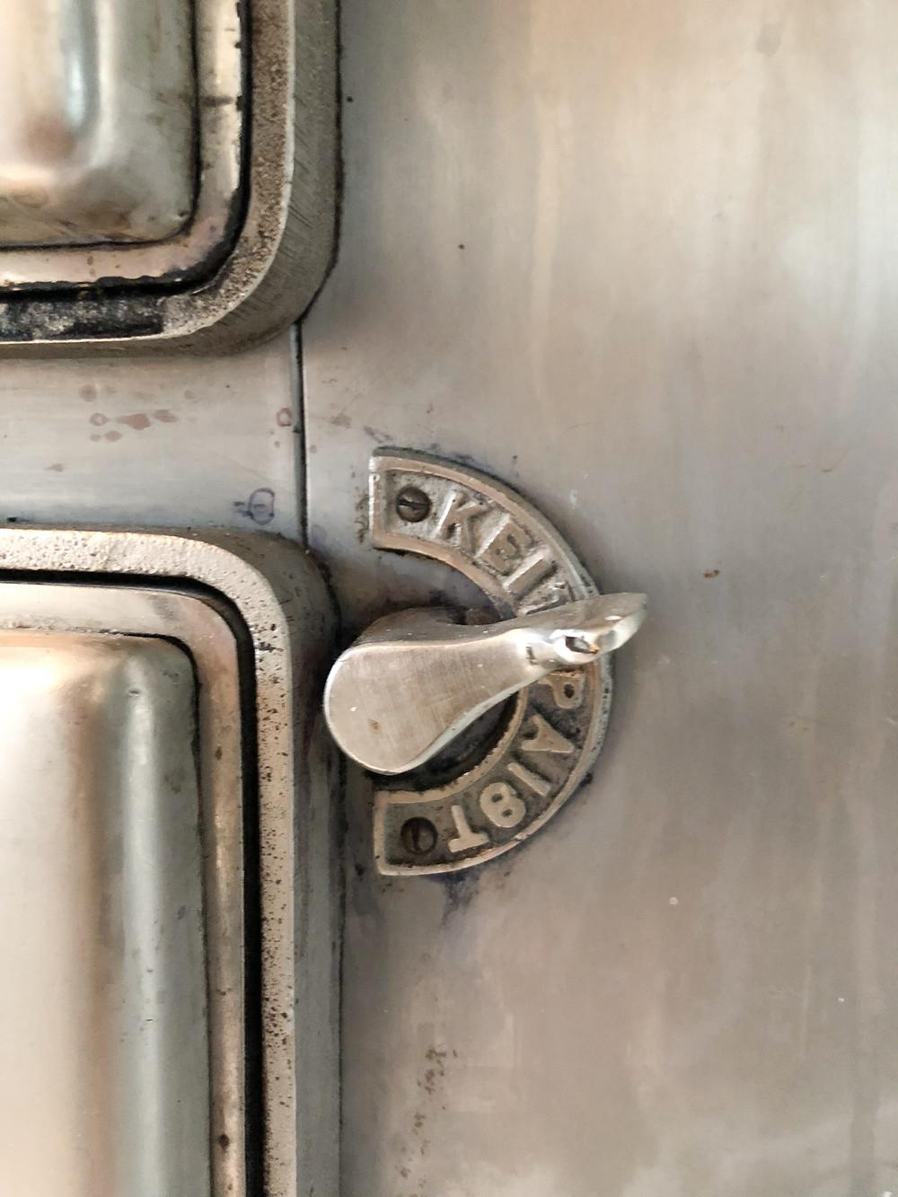 Vanha liesi valmistaja, old stove manufacturer