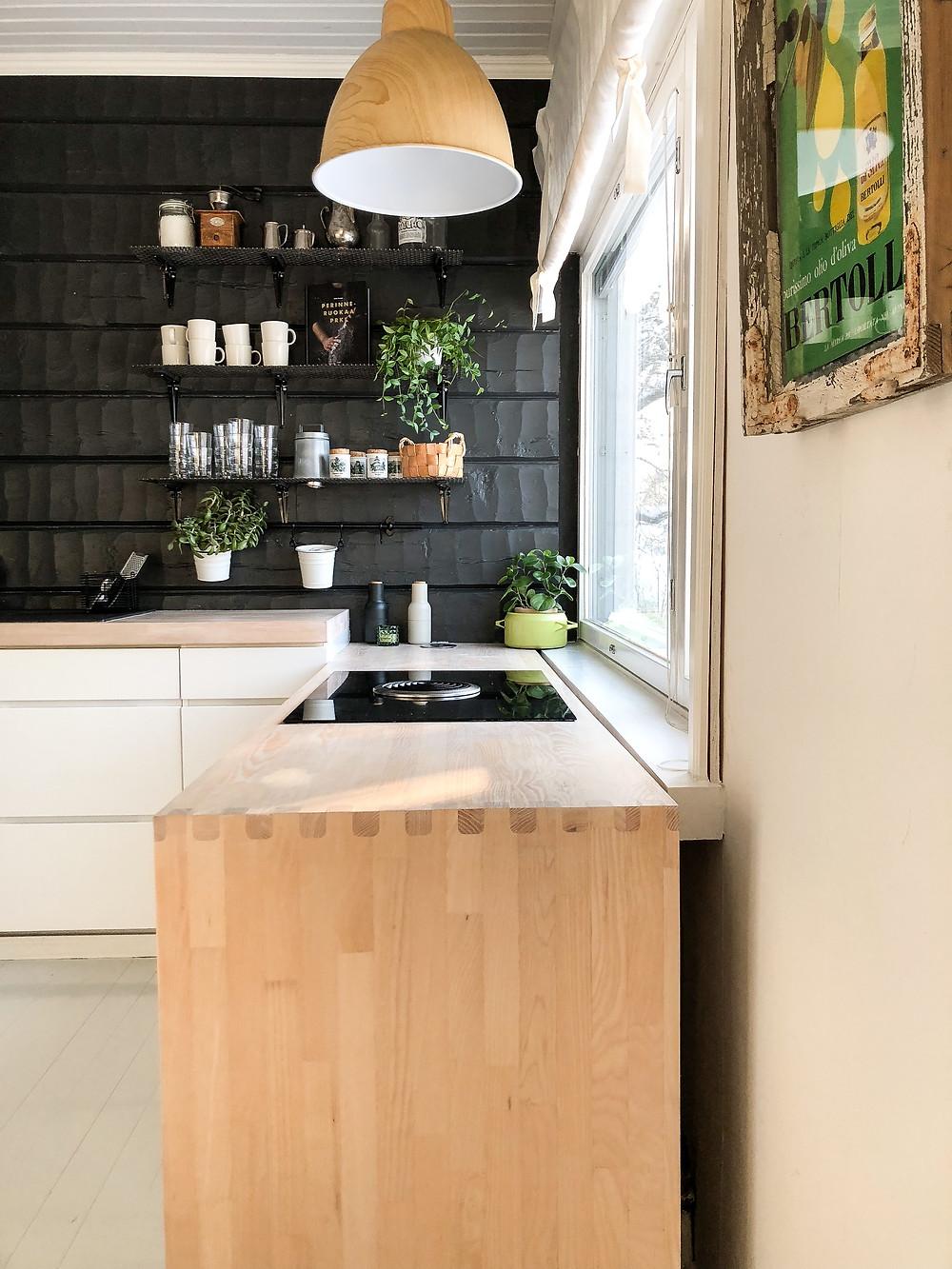 keittiön työtaso saarni, keittiön työtaso vaaleaa puuta, kitchen worktop light wood,  kitchen ash worktop