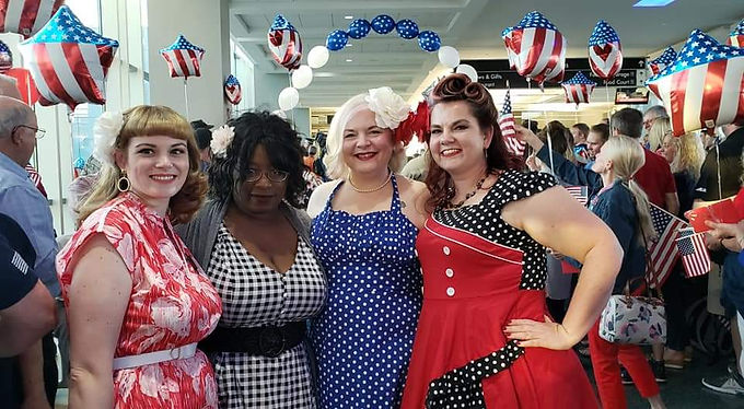 USA, Tennessee, Oakridge - Belles and Bombshells of Tennessee