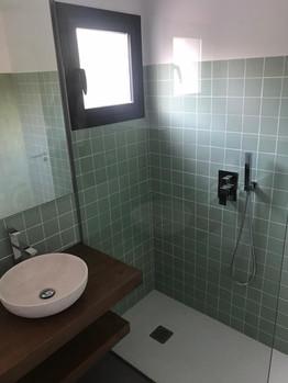 Salle de bain avec douche à l'italienne - Rez de chaussée