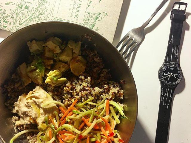 Quinoa bowl with broccoli slaw, avocado, hummus, and lemon tri-color Quinoa 🥗🥕🌈🥑🍋