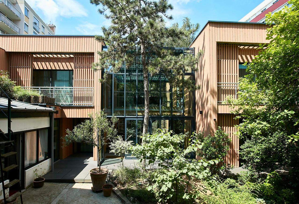 The exterior of the eco-friendly hotel in Paris Eden Lodge