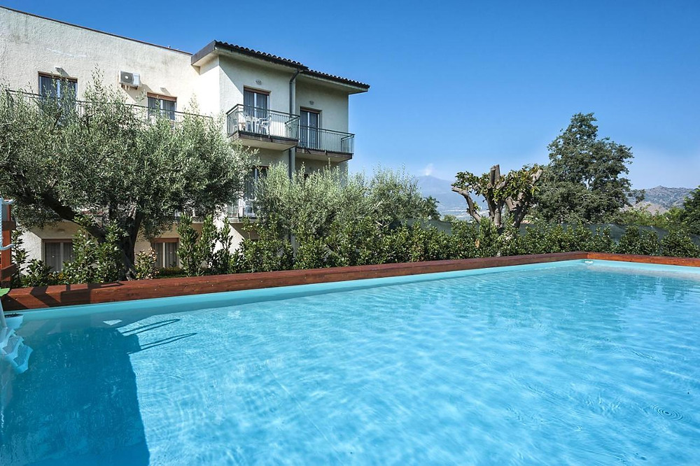 The swimming pool at the eco-certified hotel in Italy Villa Collina.
