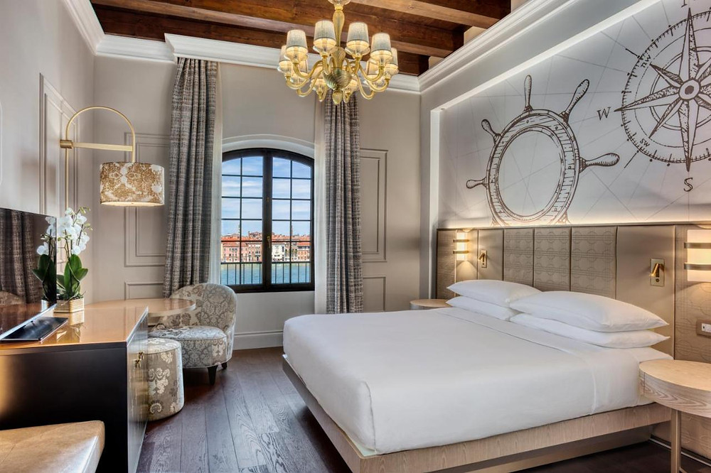 The hotel room at the eco-friendly hotel in Venice Hilton Molino Stucky