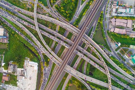 Luftbild Drohne Infrstruktur Verkehr Auto Parkplatz Mobilität Autobahn STRABAG