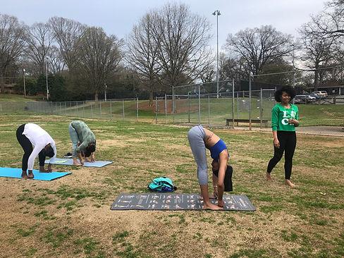 padangusthasana-yoga-in-the-park-liveolo