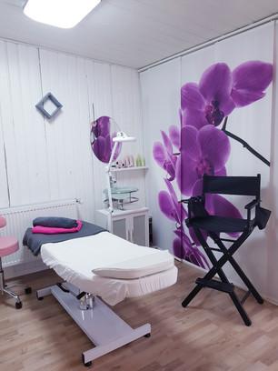 Kosmetikliege und Hochstuhl für MakeUp - Microblading in Vilsheim bei Landshut