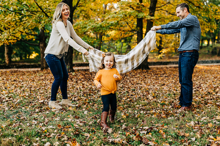 outdoor-fall-lifestyle-family-session-pa