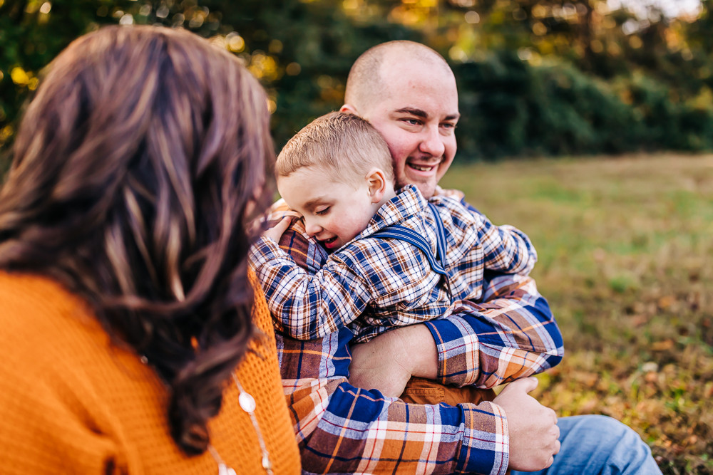 outdoor-fall-lifestyle-family-session-hu