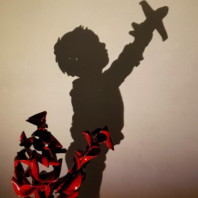 M사본 -장난감비행기를 든 소년(a boy playing with a t