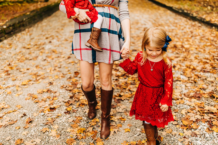 outdoor-fall-mommy-and-me-lifestyle-sess