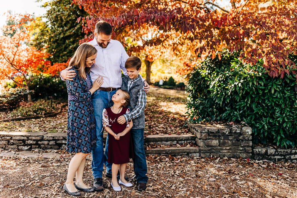 outdoor-fall-lifestyle-family-session-fa